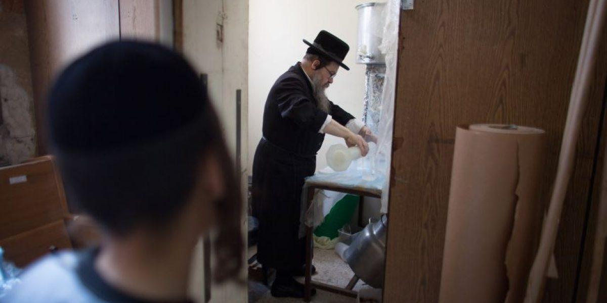 Así preparan el pan sin levadura en Israel