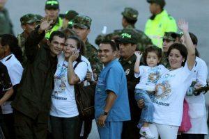 Intendente Carlos José Duarte con su familia en el Aeropuerto de Villavicencio Foto:ef