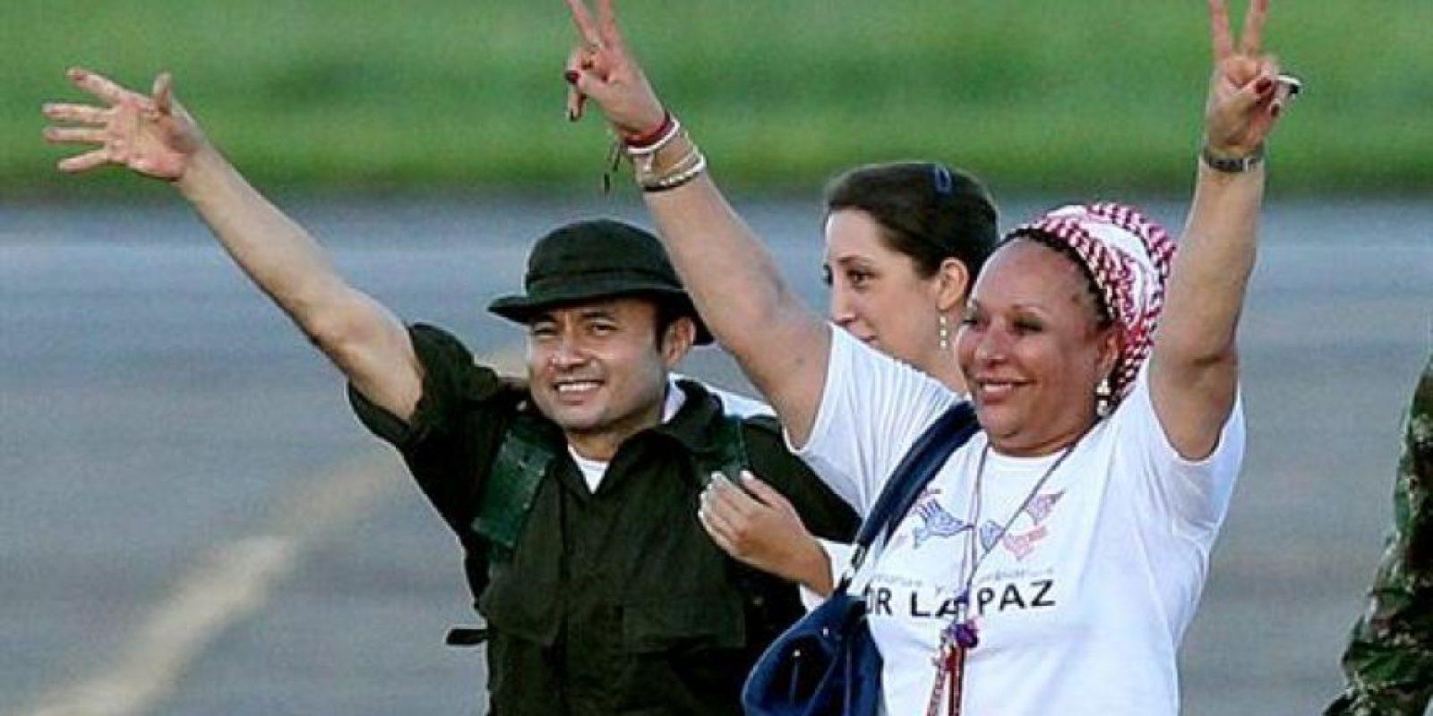 Sargento Cesar Augusto Lasso y Piedad Córdoba Foto:E