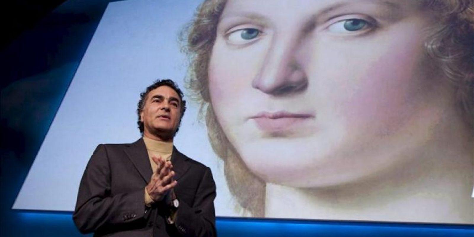 """El vicepresidente tecnológico de Google para Europa, África y Oriente Medio, Nelson Mattos, ofrece una rueda de prensa en el Museo de Orsay en París (Francia) hoy, 3 de abril de 2012 durante la presentación del programa """"Art Project"""". EFE"""