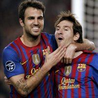 El jugador argentino del Barcelona Lionel Messi (d) celebra con su compañero Cesc Fabregas (i) el primer gol de su equipo al Milán, en el partido de vuelta de los cuartos de final de la Liga de Campeones en el Camp Nou. EFE
