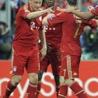 El jugador del Bayern de Múnich, Ivica Olic (izda), celebra con sus compañeros el gol conseguido ante el Olympique de Marsella, en el partido de vuelta de cuartos de final de la Liga de Campeones, en el Allianz Arena de Múnich, Alemania. EFE