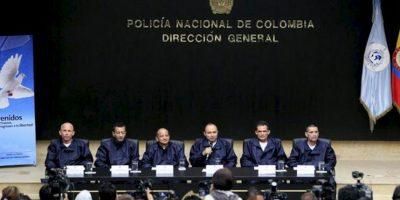 De izquierda a derecha, los miembros de la Policía de Colombia Wilson Rojas Medina, Jorge Humberto Romero, Jose Libardo Forero, Cesar Augusto Lasso, Carlos Jose Duarte y Jorge Trujillo, hablan durante una rueda de prensa en Bogotá (Colombia), luego de ser liberados por las FARC el día de ayer. EFE