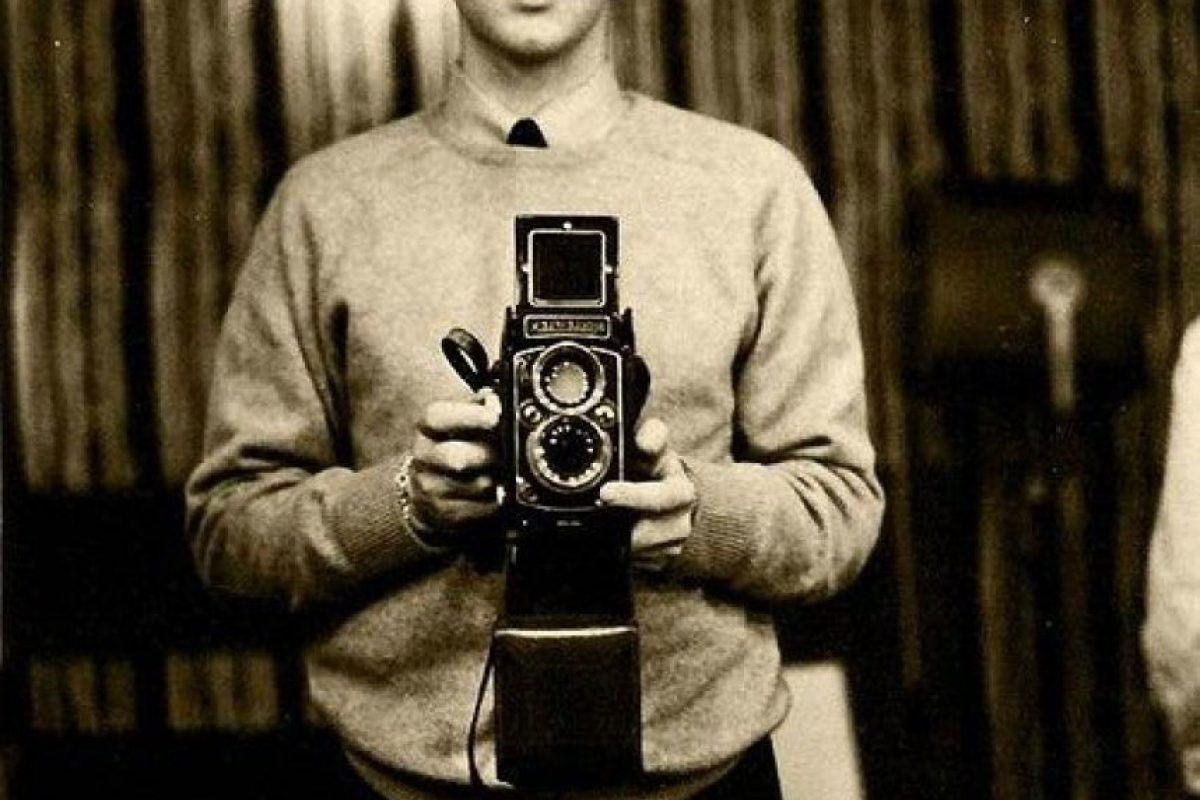 Paul McCartney self con una cámara reflex doble