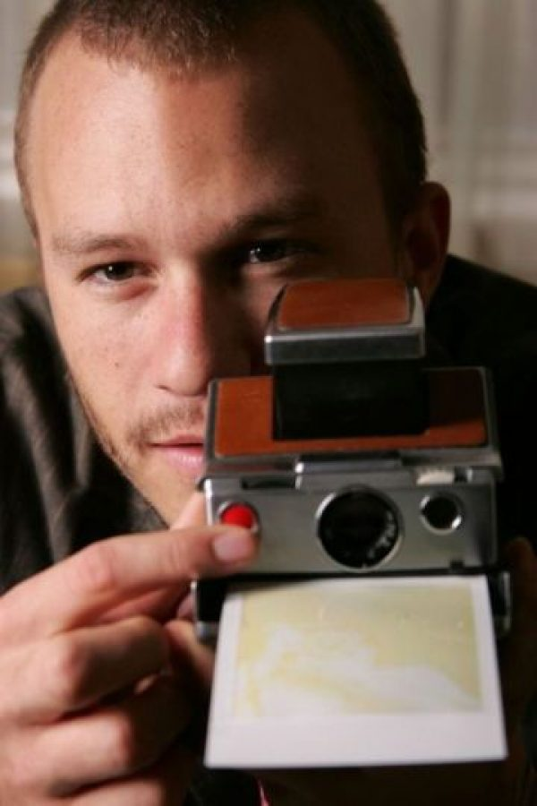 Heath Ledger con una Polaroid
