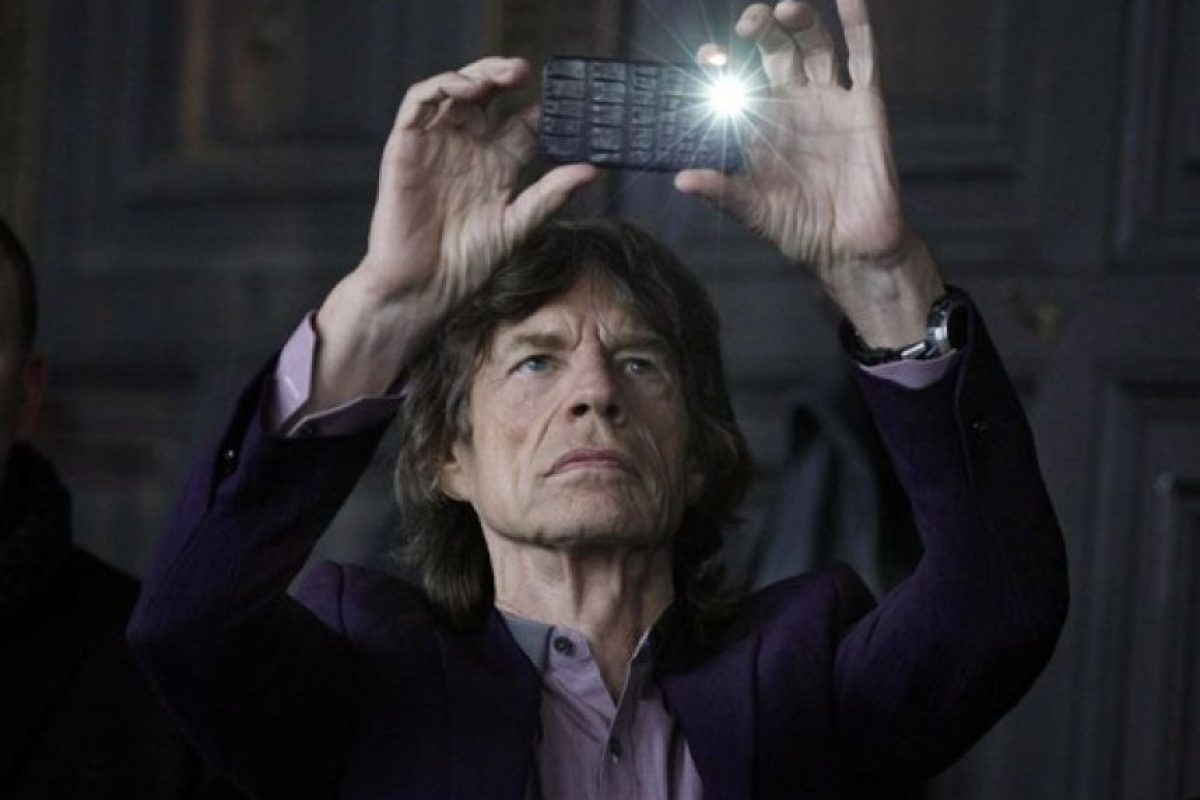 Mick Jagger y un iPhone4