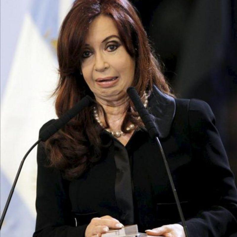 La presidenta de Argentina, Cristina Fernández, participa en un acto en el salón de las Mujeres Argentinas del Bicentenario, de la Casa Rosada en Buenos Aires. EFE