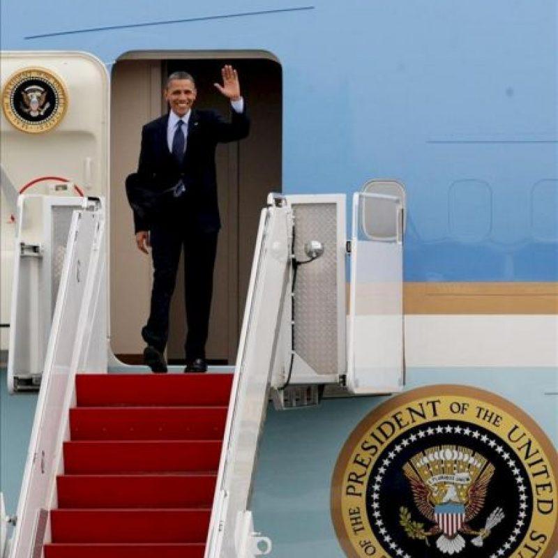 El presidente de Estados Unidos, Barack Obama, llega al aeropuerto Rafael Núñez de Cartagena (Colombia). EFE