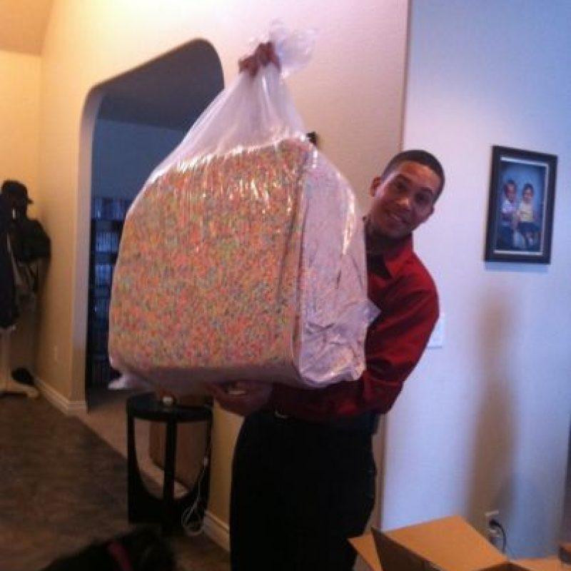 A este señor que tiene una bolsa de ese tamaño llena de masmelos de Lucky Charms Foto:Buzzfeed.com