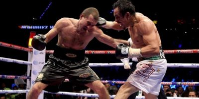 El boxeador mexicano Juan Manuel Márquez (d) intercambia golpes con el ucraniano Serhiy Fedchenko (i) este sábado, durante el combate por el título mundial superligero interino OMB, celebrado en la Arena Ciudad de Mèxico de la capital mexicana. Juan Manuel Màrquez ganó la pelea por decisiòn unanime. EFE