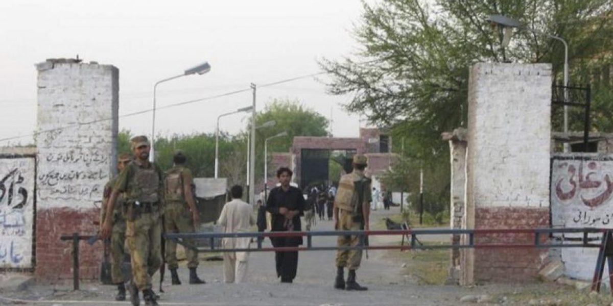 Los talibanes atacan una prisión en Pakistán y liberan a casi 400 reclusos