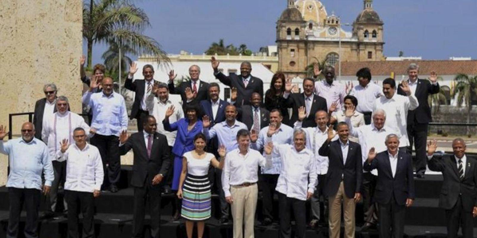 Los presidentes de los países de América posan, este 15 de abril, para la foto oficial de la VI Cumbre de las Américas en Cartagena de Indias (Colombia). EFE