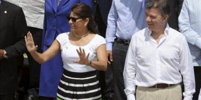 Los presidentes de Costa Rica, Laura Chinchilla (i), y Colombia, Juan Manuel Santos (d), posan este 15 de abril, para la foto oficial de la VI Cumbre de las Américas en Cartagena de Indias (Colombia). EFE