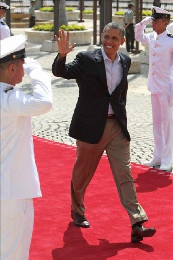 El presidente de EEUU, Barack Obama, llega este 15 de abril, para la foto oficial de la VI Cumbre de las Américas en Cartagena de Indias (Colombia). EFE