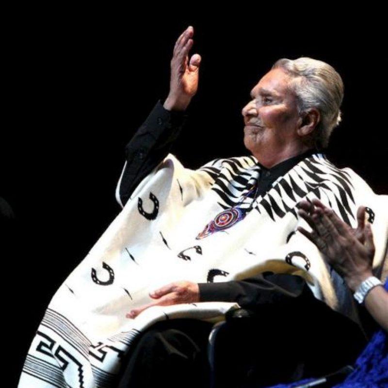 """La cantante Chavela Vargas, actúa hoy, domingo 15 de abril de 2012, en el homenaje al poeta español Federico García Lorca, en el Palacio de Bellas Artes de Ciudad de México. El recital de la cantante de origen costarricense está basado en su último álbum, """"Luna Grande"""", en el que recita los versos del poeta granadino. EFE"""