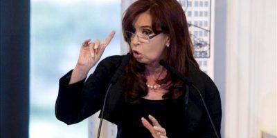 La presidenta de Argentina, Cristina Fernández de Kirchner, habla este 16 de abril, en una conferencia de prensa en Buenos Aires (Argentina), en la que anunció la utilidad pública y sujeto a expropiación del 51% del patrimonio de la petrolera YPF, controlada por la española Repsol. EFE