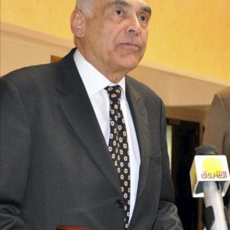 El ministro egipcio de Asuntos Exteriores, Mohamed Amr Kamel se dirige a los medios de comunicación durante una rueda de prensa celebrada en Yuba, Sudán del Sur. EFE