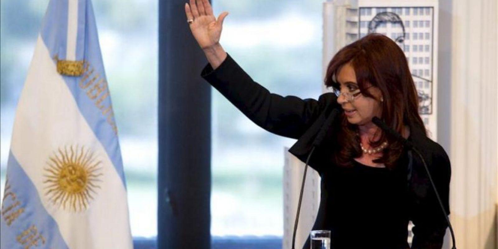 La presidenta de Argentina, Cristina Fernández de Kirchner, habla, este 16 de abril en Buenos Aires (Argentina). Fernández anunció la utilidad pública y sujeto a expropiación del 51% del patrimonio de la petrolera YPF, controlada por la española Repsol. EFE
