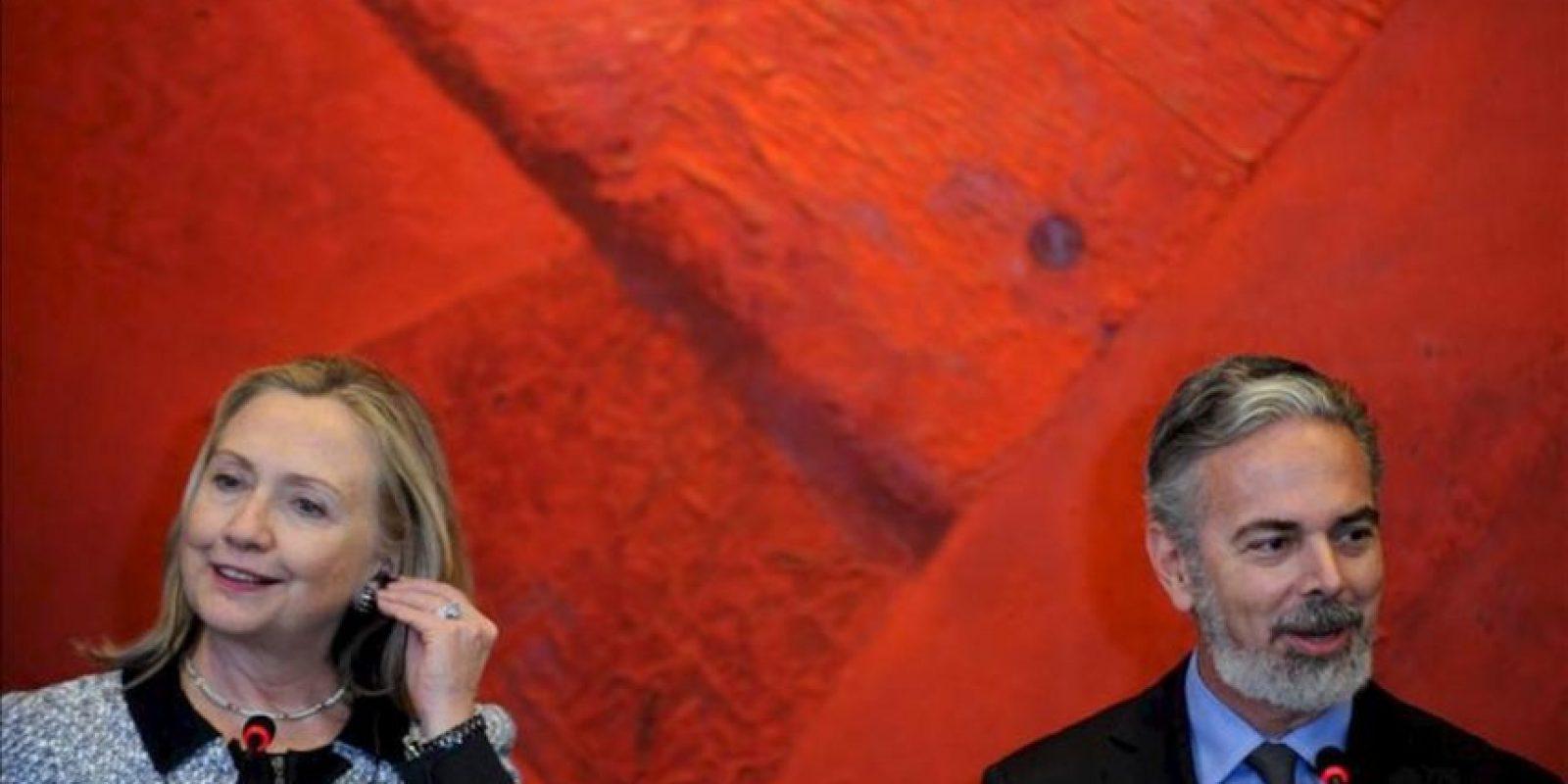 La secretaria de Estado estadounidense, Hillary Clinton, y el ministro brasileño de Relaciones Exteriores, Antonio Patriota, ofrecen una rueda de prensa, este 16 de abril, en el Palacio del Itamaraty, en Brasilia (Brasil). EFE