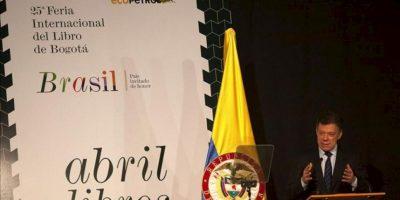 El presidente colombiano, Juan Manuel Santos, habla durante la inauguración de la 25 versión de la Feria Internacional del libro de Bogotá 2012, donde Brasil es el invitado de Honor, en Bogotá (Colombia). EFE