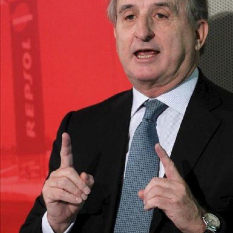 El presidente de Repsol, Antonio Brufau, en la rueda de prensa hoy en la sede de la compañía en Madrid, un día después de que Argentina anunciara la nacionalización de YPF. EFE