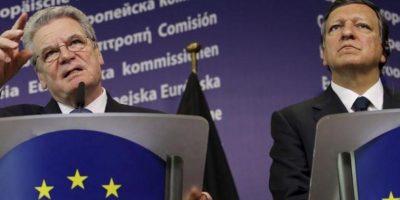 El presidente de la Comisión Europea, José Manuel Durao Barroso (d), y el presidente alemán, Joachim Gauck, ofrecen una rueda de prensa al término de su reunión en Bruselas, Bélgica. EFE/Olivier Hoslet