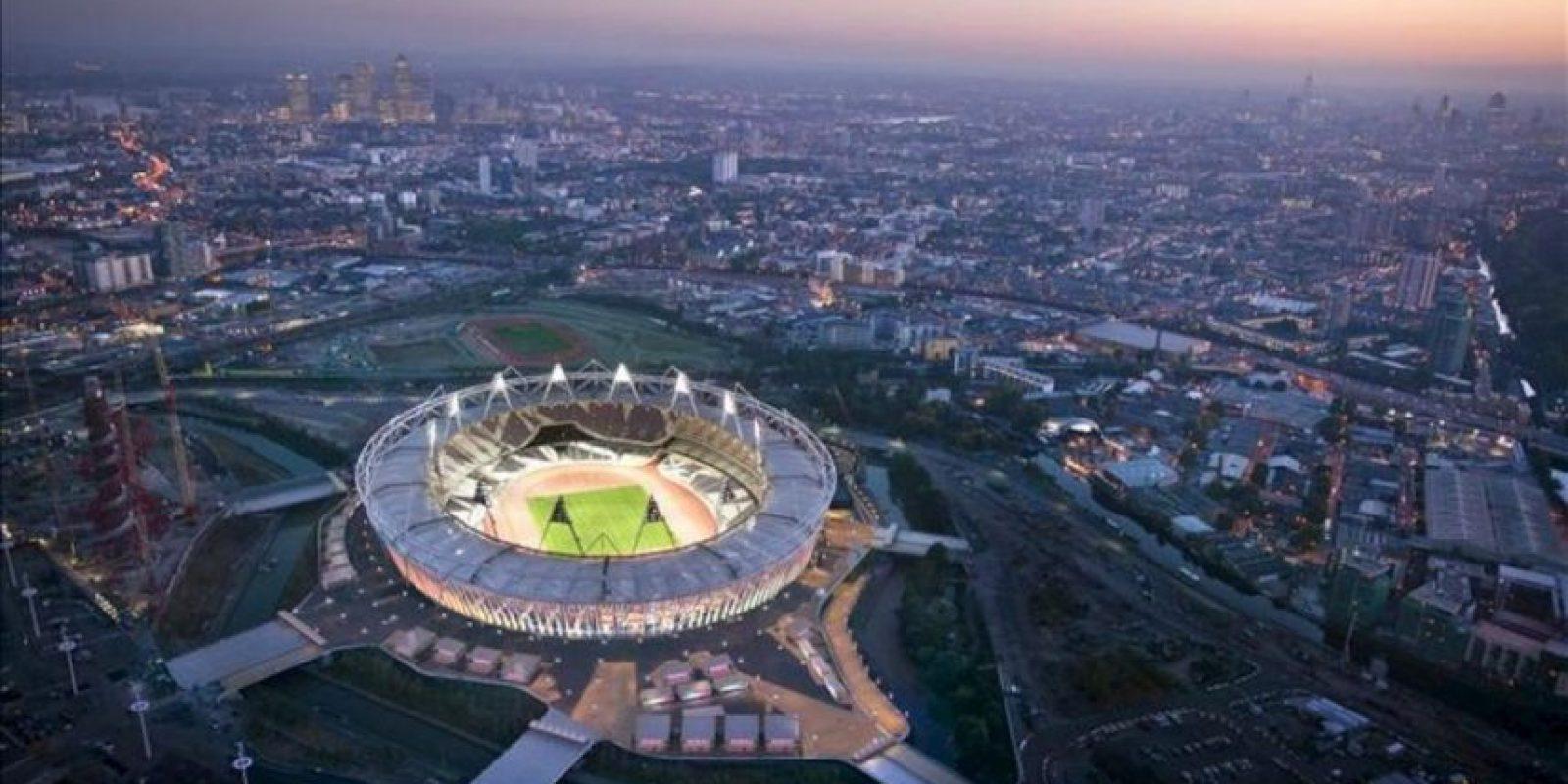 Fotografía facilitada por Getty Images de una vista aérea del estadio olímpico en Londres que da este miércoles el pistoletazo de salida a la cuenta atrás de 100 días para los Juegos con las instalaciones deportivas concluidas pero con el reto de inculcar el espíritu olímpico a unos ciudadanos preocupados por el impacto de los Juegos en su vida diaria. EFE