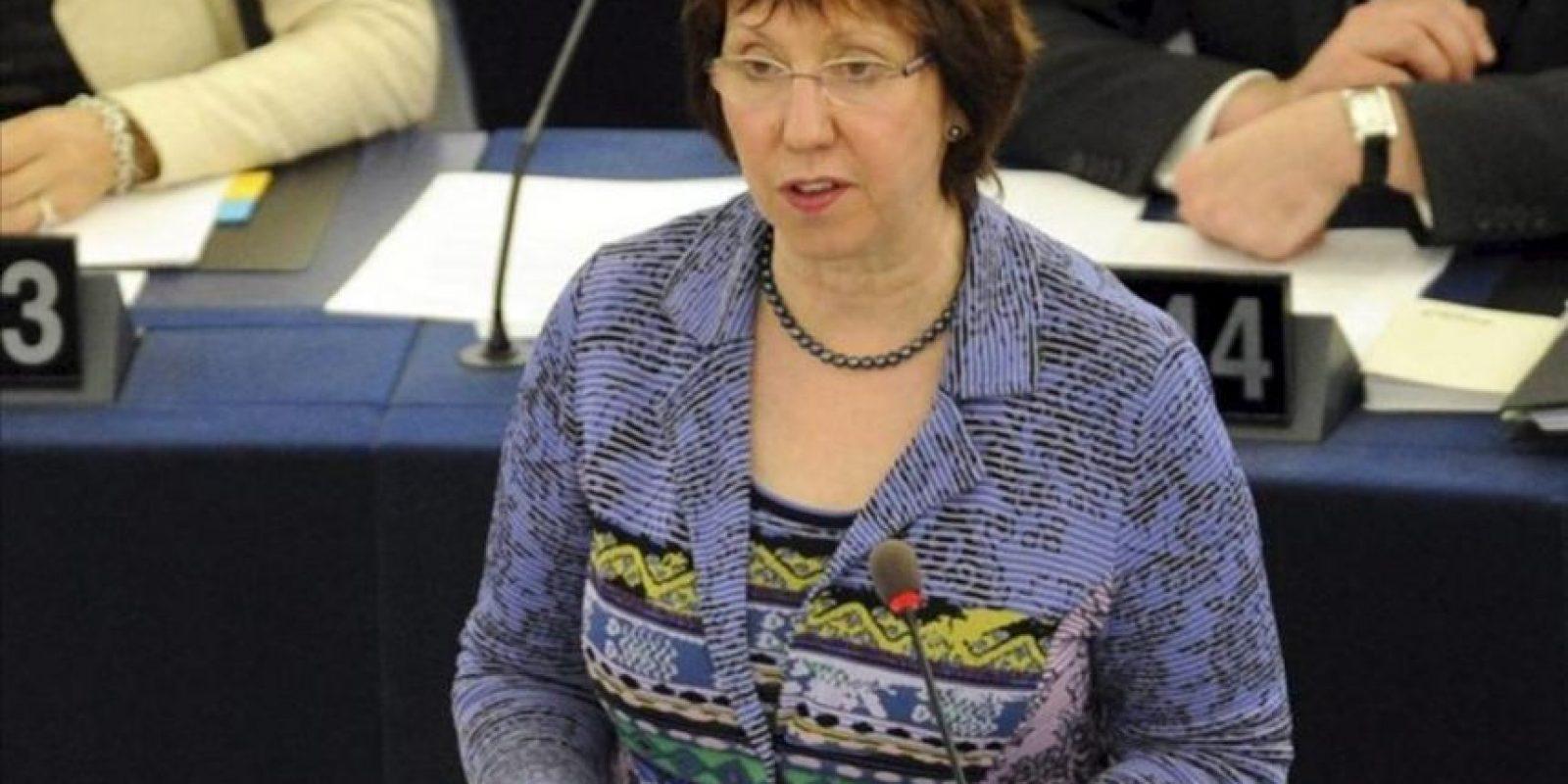 La alta representante de política exterior de la UE, Catherine Ashton, durante la sesión plenaria del Parlamento Europeo de Estrasburgo (Francia) hoy. EFE