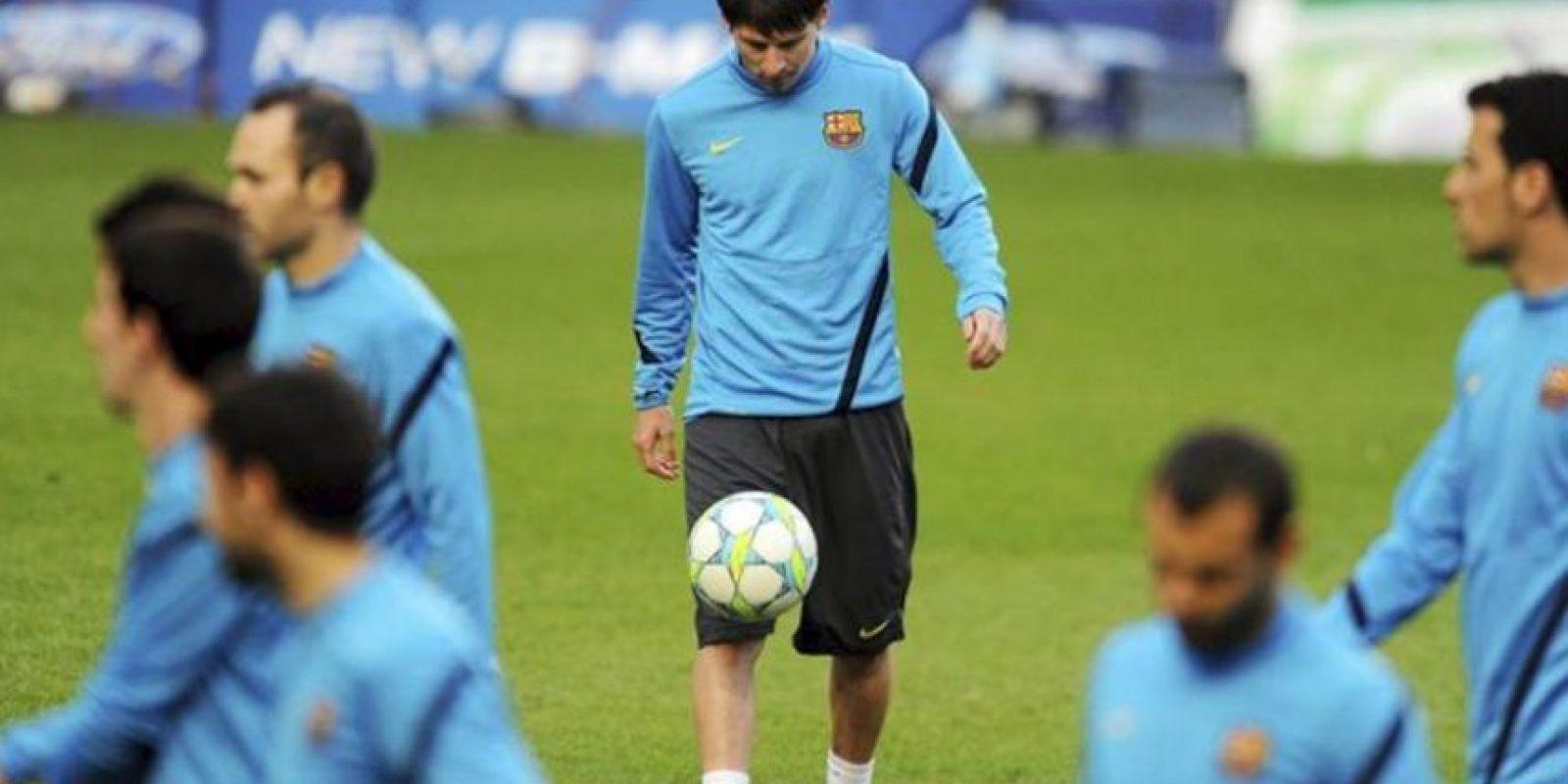 El delantero argentino del FC Barcelona, Lionel Messi (C) durante el entrenamiento del equipo en Stamford Bridge, Londres. EFE