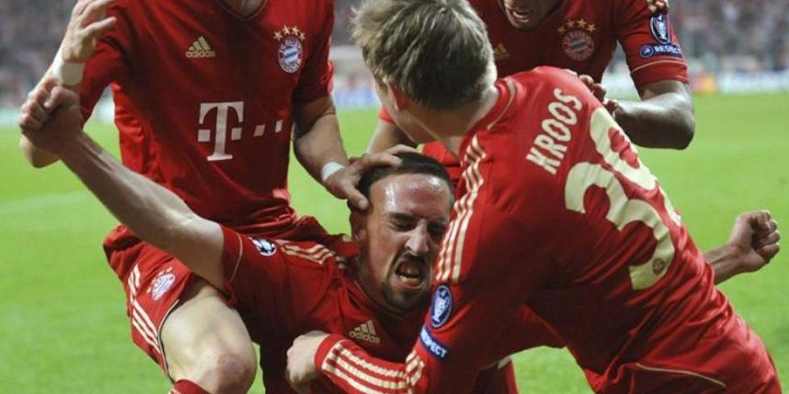El centrocampista francés Frank Ribery (C) del Bayer de Munich celebra su gol ante el Real Madrid durante la ida de semifinales de la UEFA Champions League en Múnich, Alemania. EFE