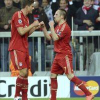 El centrocampista francés Frank Ribery (d) del Bayer de Munich celebra con su compañero, Mario Gomez (i) su gol ante el Real Madrid en la ida de semifinales de la UEFA Champions League disputado en Múnich, Alemania. EFE