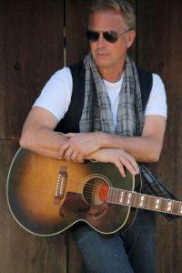 Fotografía cedida por Schwartz-Media del actor estadounidense Kevin Costner, quien con su banda, Modern West, que combina música rock con country, ofrecerá un concierto en la gala del Adrienne Arsht Center for the Performing Arts en Miami el próximo 28 de abril. EFE