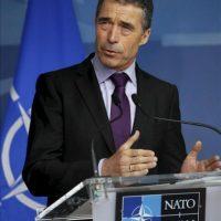 El secretario general de la OTAN, el danés Anders Fogh Rasmussen, ofrece una rueda de prensa al inicio de la reunión de ministros de Exteriores y de Defensa de la OTAN hoy, 18 de abril de 2012, en Bruselas, Bélgica. EFE