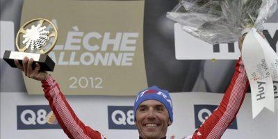 """Joaquim """"Purito"""" Rodríguez celebra en el podio tras ganar la Flecha Valona, en Huy, Bélgica. EFE"""