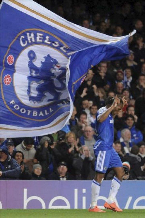 El delantero de Costa de Marfil del Chelsea Didier Drogba celebra su tanto ante el FC Barcelona durante el partido de ida de las semifinales de la Liga de Campeones en el estadio Stamford Bridge, en Londres, Reino Unido. EFE
