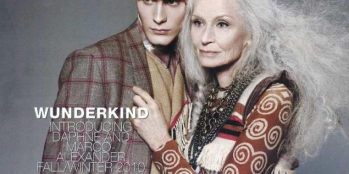A sus 83 años, modelo británica sigue en las pasarelas