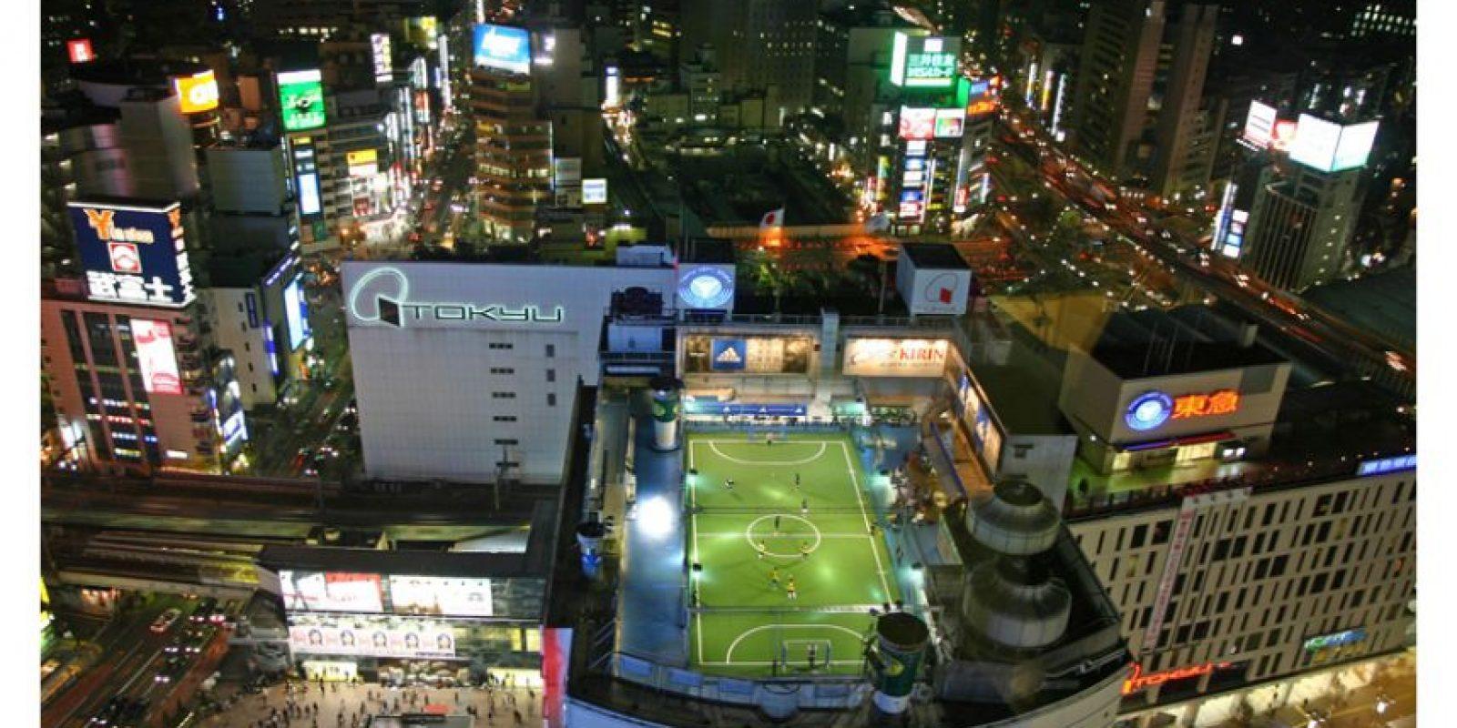 Fútbol, Rooftop, Tokyo Foto:Buzzfeed.com