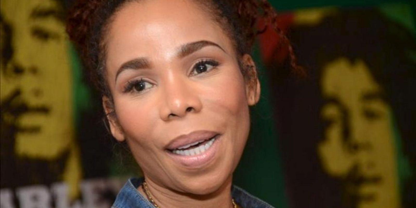 Cedella Marley, una de los doce hijos del músico jamaicano Bob Marley, participa en una rueda de prensa en Kingston (Jamaica), sobre un documental autorizado de la vida de su padre que llegará a las pantallas de Norteamérica el próximo viernes. EFE