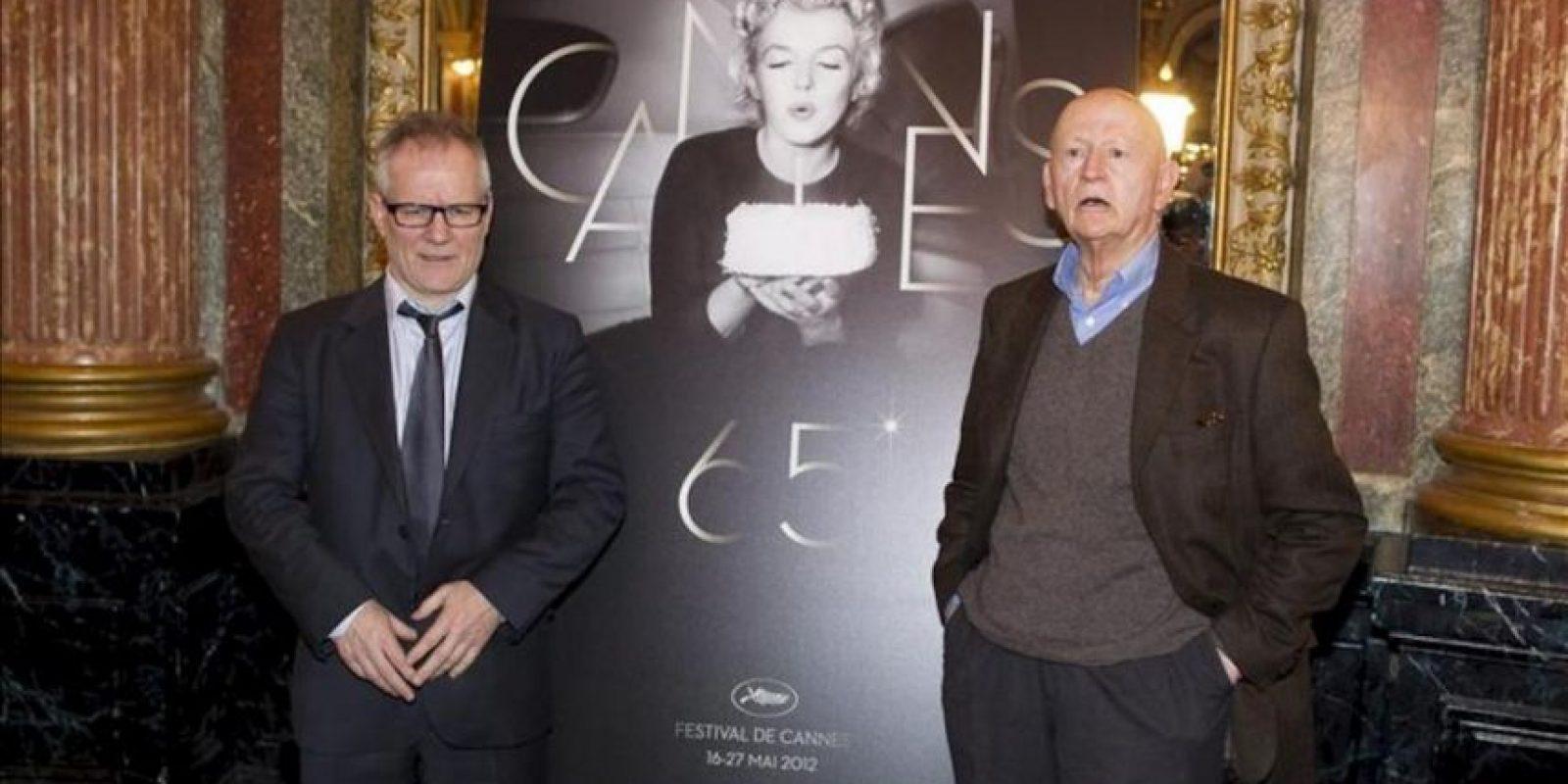 El presidente del 65 Festival Internacional de Cine de Cannes, Gilles Jacob (dcha), posa junto al delegado general del festival, Thierry Fremaux (izda), durante una rueda de prensa hoy, 19 de abril de 2012, en la que han anunciado las películas que compiten este año en el festival que se celebra del 16 al 27 de mayo de 2012. EFE
