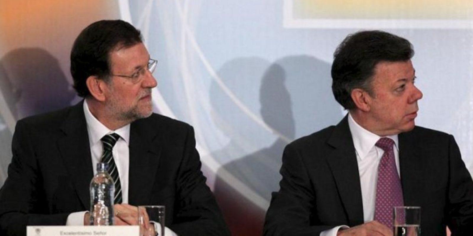 El jefe del Gobierno español, Mariano Rajoy (i), y el presidente de Colombia, Juan Manuel Santos (d), asisten a la inauguración del Foro de Inversiones y Cooperación Empresarial España – Colombia en Bogotá (Colombia). EFE