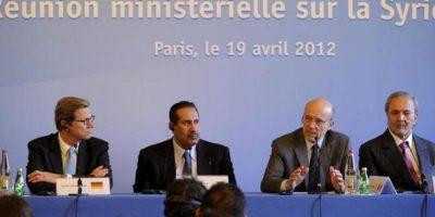 El ministro de Exteriores francés, Alain Juppé (2d), junto al primer ministro y responsable de los Asuntos Exteriores de Qatar, jeque Hamad bin Jassim bin Jabor Al Thani (2i), el ministro de Exteriores Saudí, Saud al Faisal (d) y su homólogo alemán, Guido Westerwelle (i). EFE
