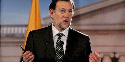 El presidente del gobierno español, Mariano Rajoy, habla durante una rueda de prensa conjunta con el presidente de Colombia, Juan Manuel Santos en el Palacio de Nariño de Bogotá (Colombia). EFE
