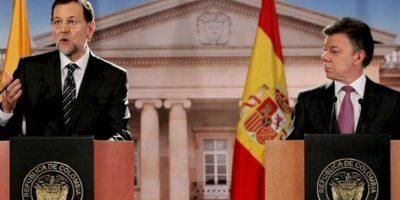 El presidente del gobierno español, Mariano Rajoy (i), y el presidente de Colombia, Juan Manuel Santos (d), participan en una rueda de prensa conjunta en el Palacio de Nariño de Bogotá. EFE