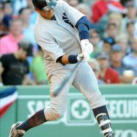 El jugador de los Yanquis de Nueva York Alex Rodríguez en acción durante un juego de la MLB ante los Medias Rojas de Boston, en el Fenway Park en Boston, Massachusetts. EFE