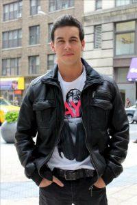 El actor español Mario Casas posa en Nueva York, donde participa en el famoso Festival de Cine de Tribeca. EFE
