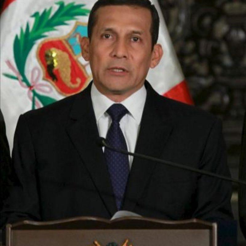Fotografía cedida por presidencia del presidente de Perú, Ollanta Humala, anuncia en un discurso televisado en Lima, las condiciones que la empresa Yanacocha debe cumplir para llevar adelante el proyecto minero Conga. EFE