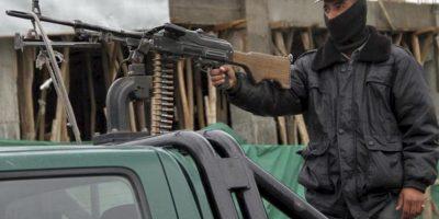 Un miembro de las fuerzas de seguridad afganas hace guardia hoy en un puesto de control en Kabul, Afganistán. EFE
