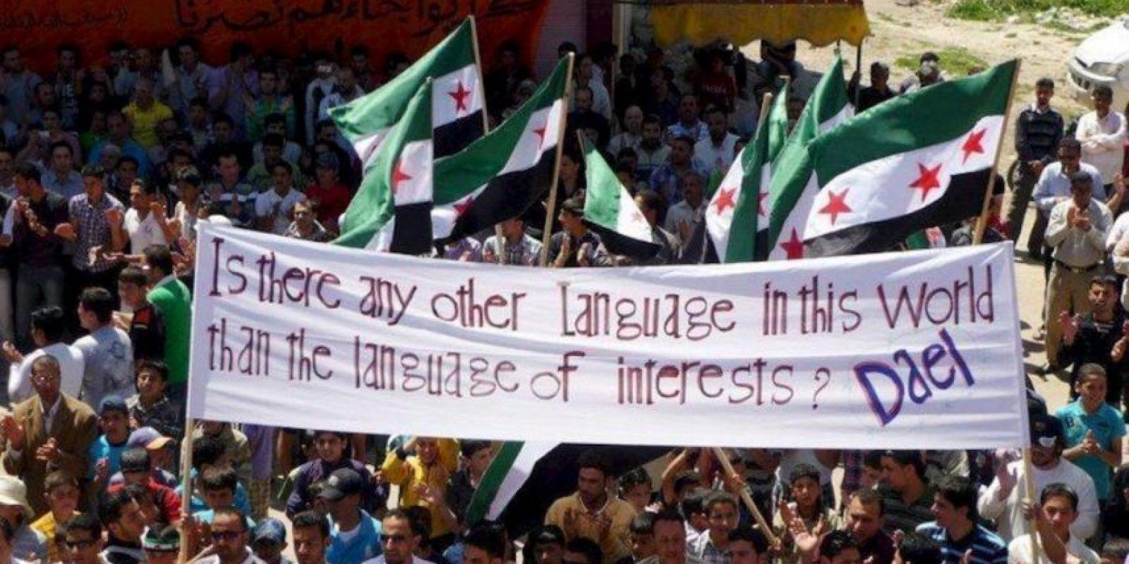 Fotografía sin fechar facilitada por los Comités de Coordinación Locales (CCL) que muestra una manifestación convocada en Daeel, cerca de Daraa (Siria). EFE