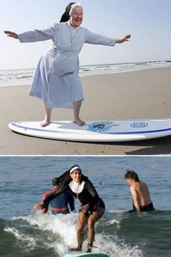 Monjas haciendo surf Foto:oddee.com