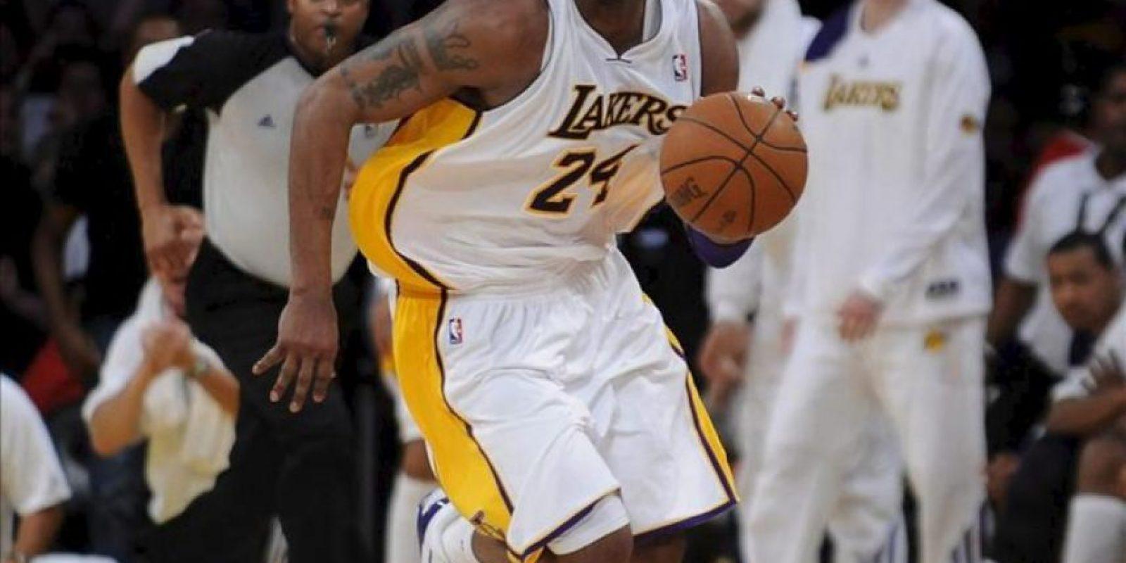 El jugador de los Lakers Kobe Bryant en acción ante los Thunder durante el juego de la NBA en el Staples Center de Los Angeles. EFE
